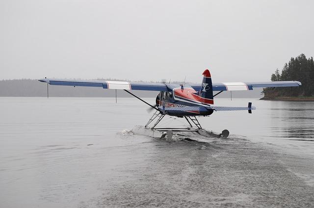 seaplane-896834_640