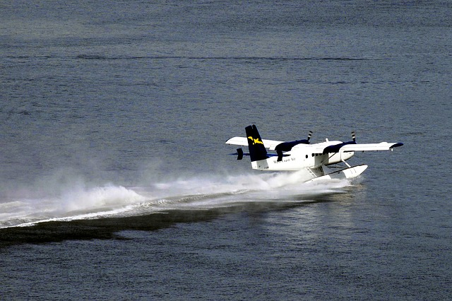 float-plane-56457_640