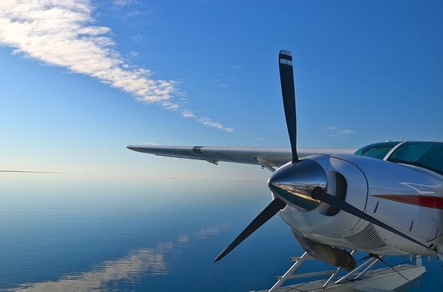 seaplane-1492442_640
